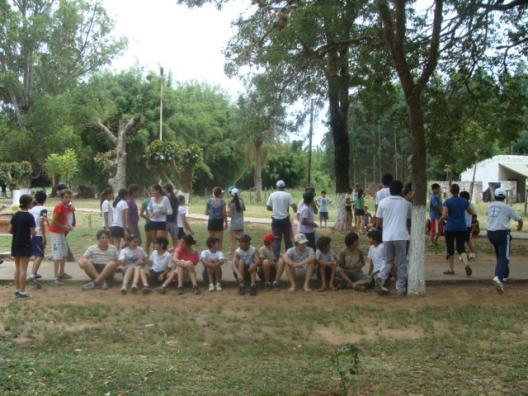 Estudiantes de la escuela comercial de campamento en tabay for Cementerio jardin de paz pilar