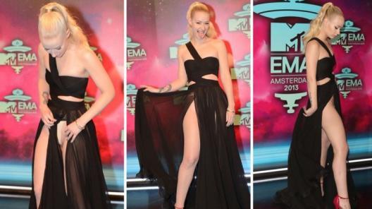 Ema villanueva en el zocalo naked on stage - 3 2