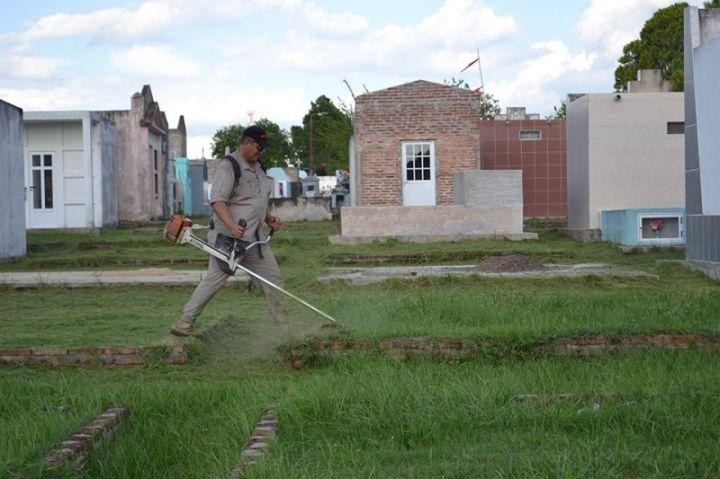 Servicios p blicos desmalez el cementerio for Cementerio jardin de paz pilar